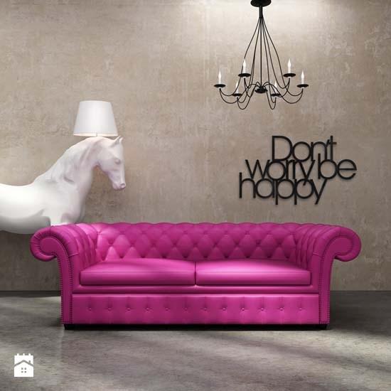 2580_6df7142f-cca1-4d29-9700-2f0716a1cead_max_900_1200_napis-na-sciane-dekosign-don-t-worry-be-happy-czarny-salon-styl-nowoczesny