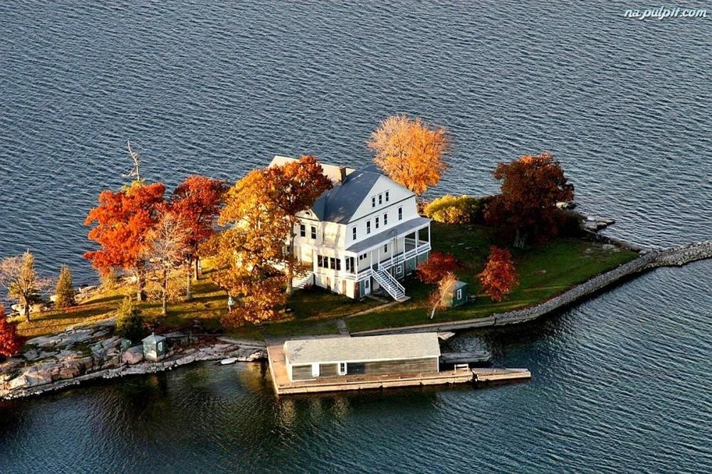 wyspie-jesien-jezioro-dom-na