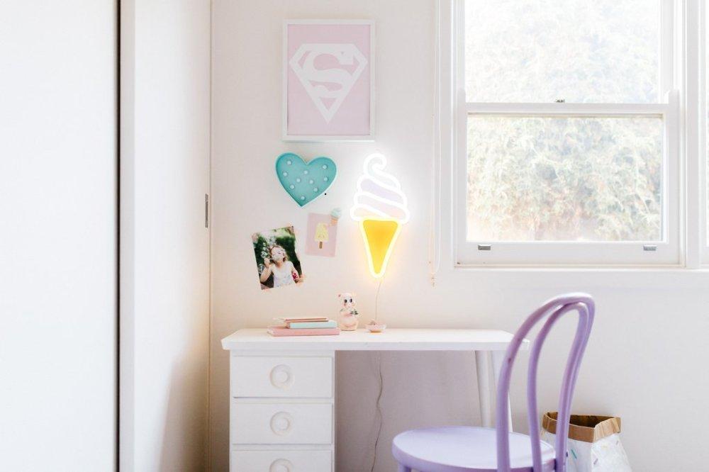 Neon-lights-blending-in-a-subtle-tender-decor-